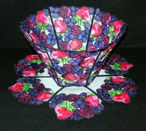 BFC0270 Lace Bowl and Doily Berries