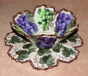 BFC0343 Lace Bowl & Doily  Vintage Grapes