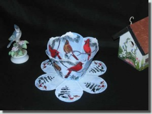 BFC0371 Lace Bowl & Doily Cardinals