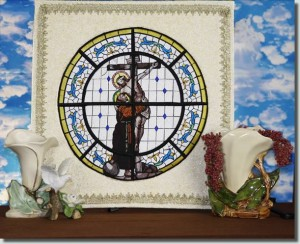 BFC0839 QIH Stained Glass - At the Cross