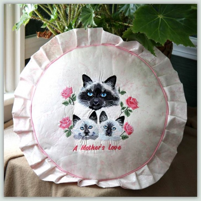 BFC1038 Mama Cat Kittens and Roses