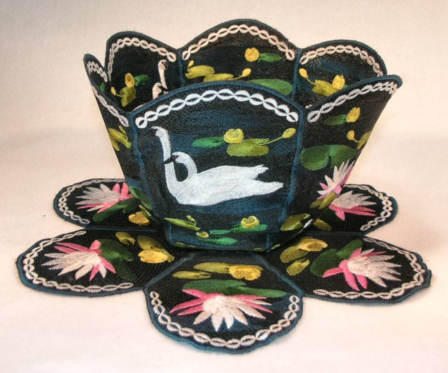 BFC0359   Lace Bowl & Doily Swans and Water Lilies