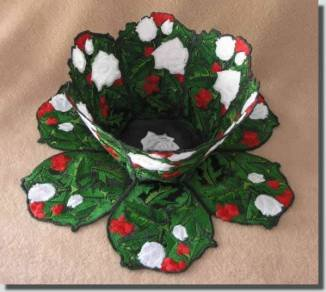 BFC0385  Lace Bowl & Doily Holly & White Roses